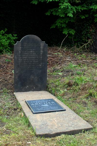 Frederick Scott Archers' grave