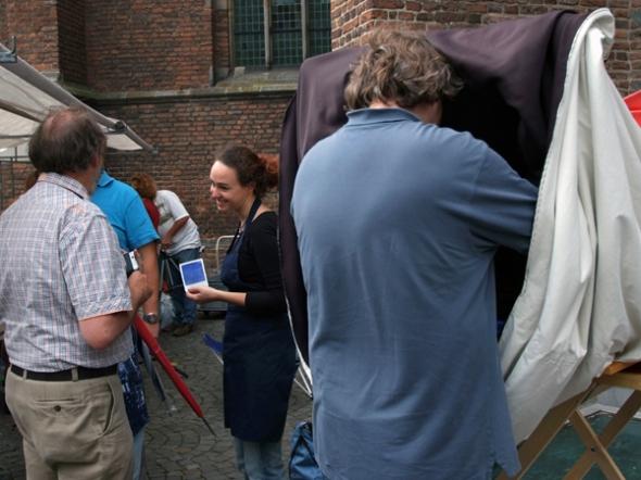 Geert-Jan preparing development of image. Photo: courtesy of Guido Vandebroek vandebroek-beuls@telenet.be
