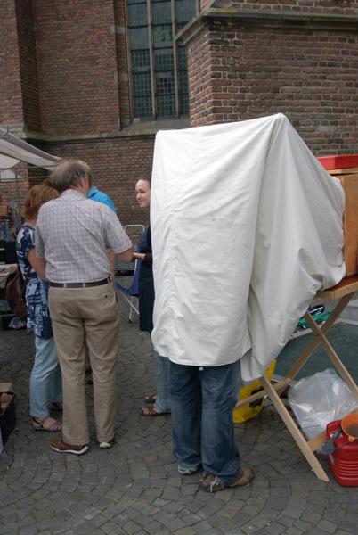 Geert-Jan developing the plate. Photo: courtesy of Guido Vandebroek vandebroek-beuls@telenet.be